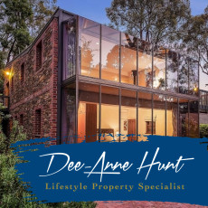 Dee-Anne Hunt Corporate Branding & Website Development
